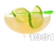 Коктейл Yum Yum с бял ром малибу, сок от праскова, манго и лайм
